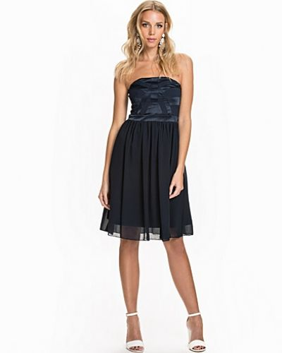 Bandeauklänning Sfautio Corsage Dress från Selected Femme