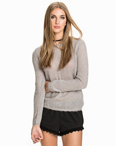 SFEMA CLAUDIA LS KNIT PULLOVER Selected Femme stickade tröja till dam.