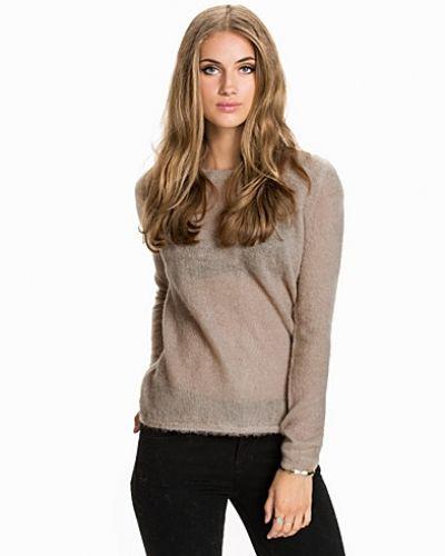 Till dam från Selected Femme, en brun stickade tröja.