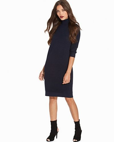 SFLAUA 3/4 HIGH NECK KNIT DRESS Selected Femme klänning till dam.