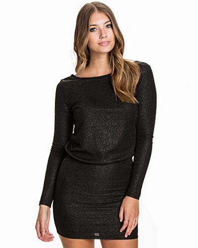 Svart klänning från Selected Femme till dam.