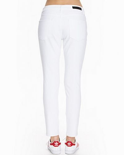 Vit straight leg jeans från Selected Femme till dam.