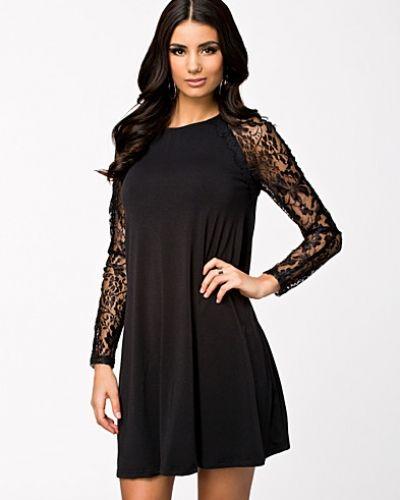 Sheer Lace Sleeve Swing Dress Ax Paris långärmad klänning till dam.