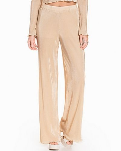 Byxa Sheer Pleats Pants från NLY Trend