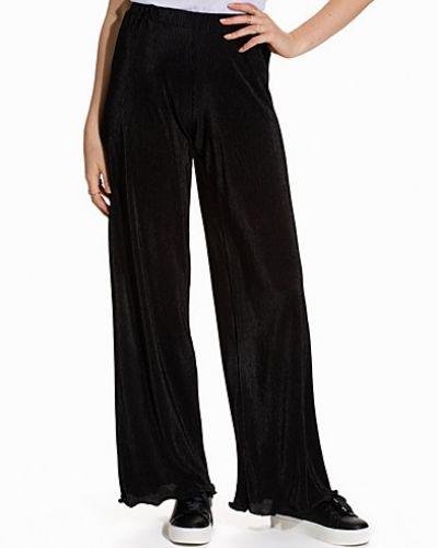Byxa Sheer Pleats Pants från NLY Trend