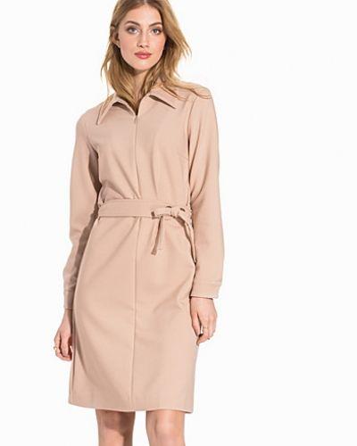 Brun klänning från Filippa K till dam.
