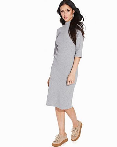 Till dam från Glamorous, en grå klänning.