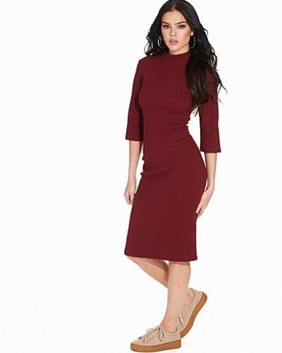 Till dam från Glamorous, en klänning.