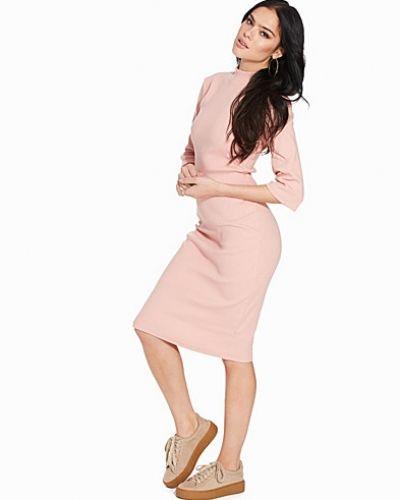 Till dam från Glamorous, en rosa klänning.