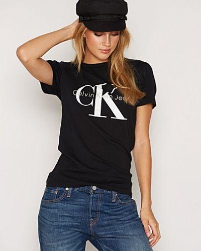 Till dam från Calvin Klein Jeans, en t-shirts.