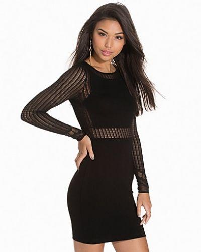 Till dam från French Connection, en svart festklänning.