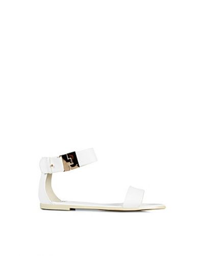 Nly Shoes Simple Buckle Sandal