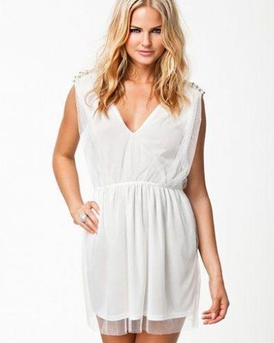 Till tjejer från Jeane Blush, en creamfärgad studentklänning.