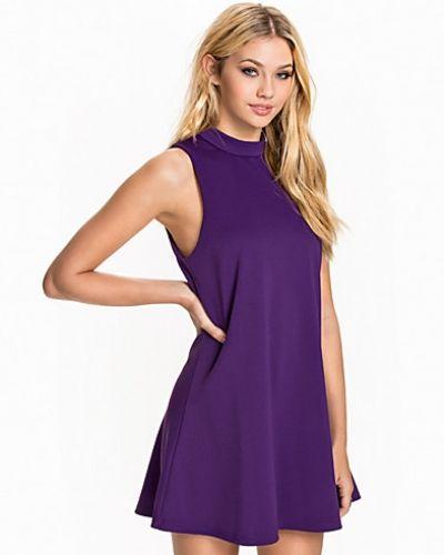 lila klänning dam