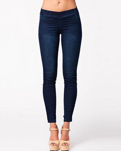 Till dam från NLY Trend, en blå leggings.