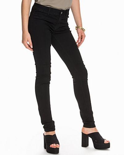 Slim fit jeans från Jacqueline de Yong till dam.