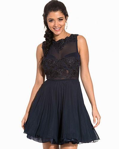 Ax Paris ärmlösa klänning till dam.