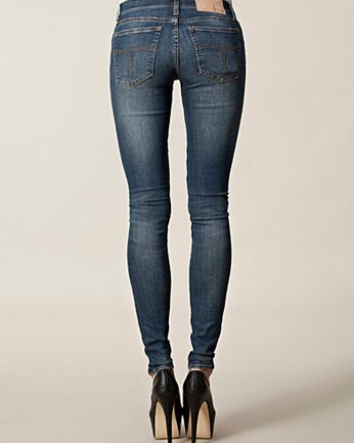 Till dam från Tiger of Sweden Jeans, en blå slim fit jeans.
