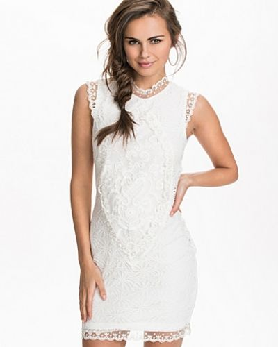 Studentklänning Slim Lace Dress från NLY Trend