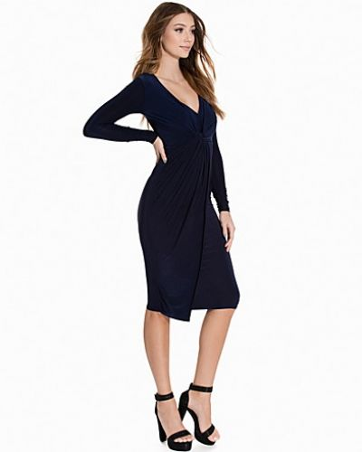 Till dam från Club L, en blå långärmad klänning.