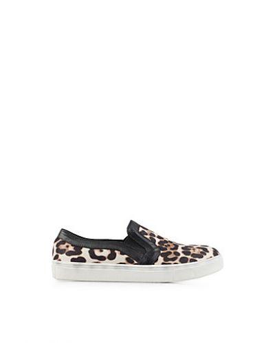 Till dam från Nly Shoes, en flerfärgad sneakers.