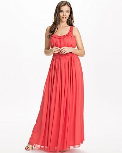 Till dam från NLY Design, en röd maxiklänning.