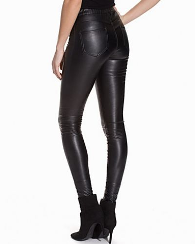 Till dam från ONLY, en svart leggings.