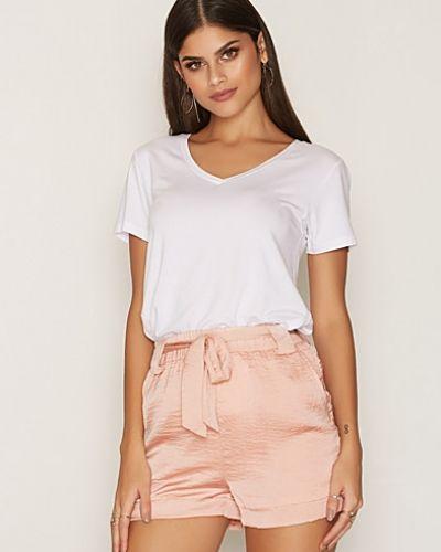 Till dam från NLY Trend, en rosa shorts.