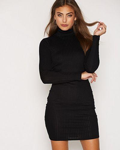 Klänning Soft Polo Rib Dress från NLY Trend