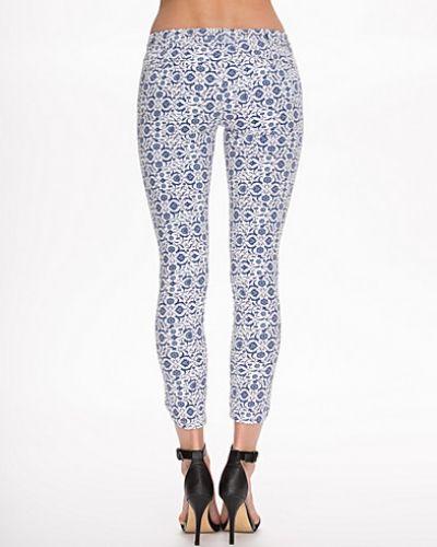 Till dam från Hunkydory, en vit slim fit jeans.