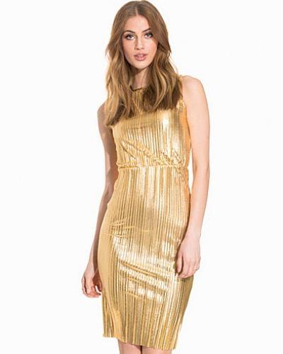 Till dam från John Zack, en guld fodralklänning.