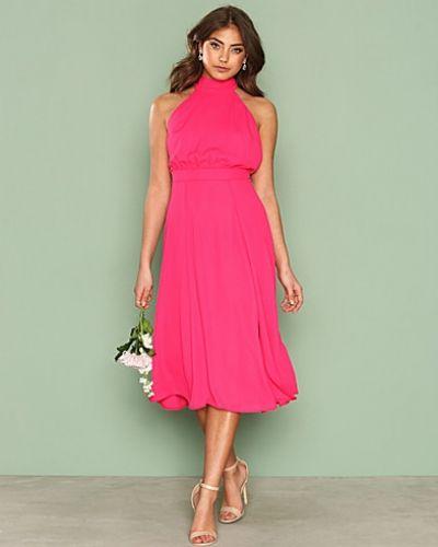 Till dam från NLY One, en rosa klänning.