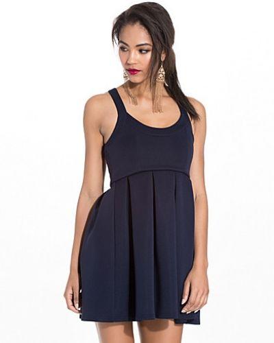 Klänning Square Neck Dress från NLY One