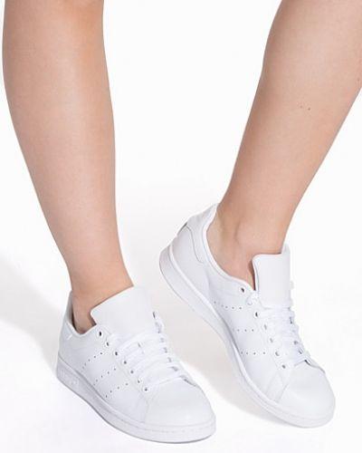 Till dam från Adidas Originals, en vit sneakers.