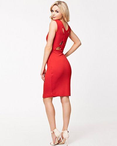 3b6645cf15f3 NK Fashion Essentials erbjuder ytterplagg, kläder och accessoarer från  internationella varumärken. NK ligger i Stockholm och säljer märken som Acne,  Dagmar, ...