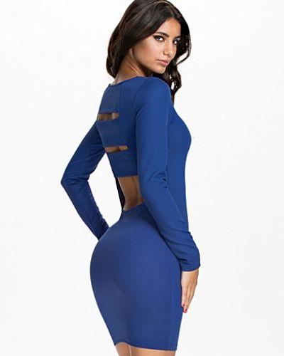 Till dam från NLY Trend, en blå fodralklänning.