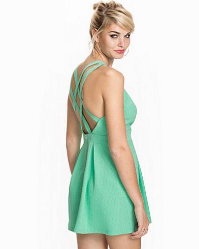 Klänning Strap Dress från NLY Trend