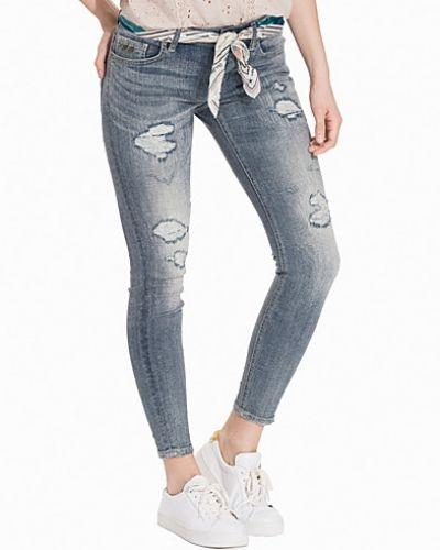 Till dam från Odd Molly, en blå slim fit jeans.