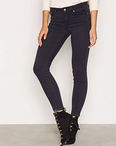 Blå slim fit jeans från Odd Molly till dam.