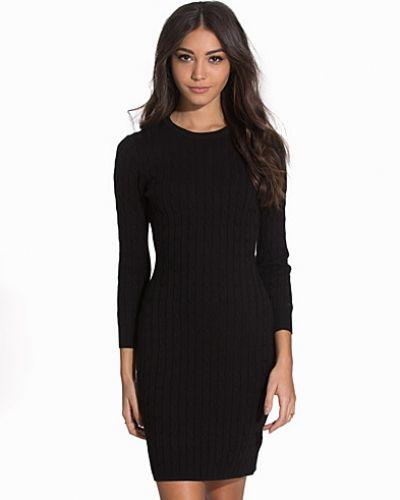 Till dam från Gant, en svart klänning.