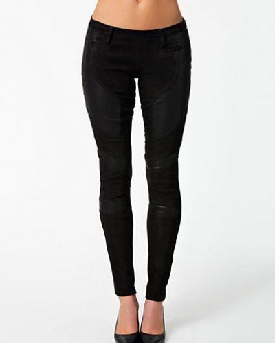 Svart slim fit jeans från Hunkydory till dam.