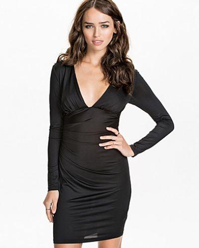 Till dam från NLY ICONS, en svart festklänning.
