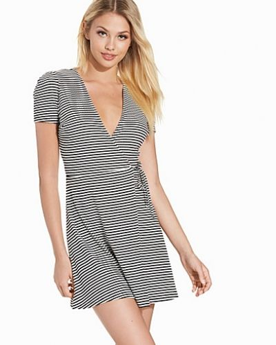 Klänning Stripe Wrap Skater Dress från Topshop