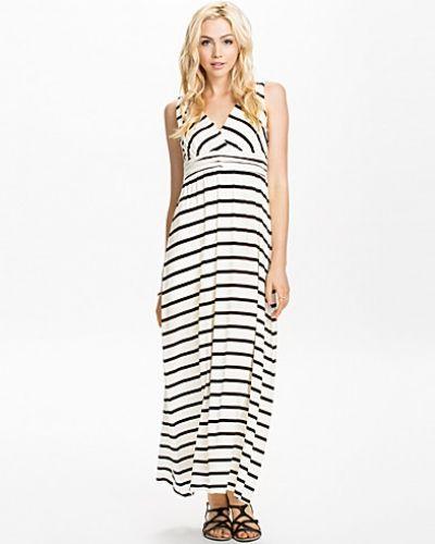 Till dam från NLY Trend, en flerfärgad maxiklänning.