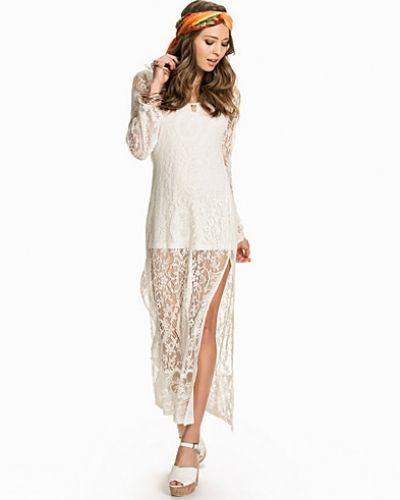 Studentklänning Stunning Lace Dress från NLY Trend