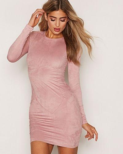 Långärmad klänning Suede Dress från NLY Trend