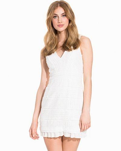 Till dam från French Connection, en vit klänning.