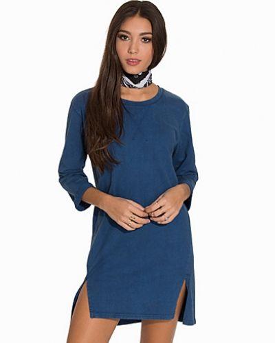 Till dam från Soft Rebels, en blå klänning.