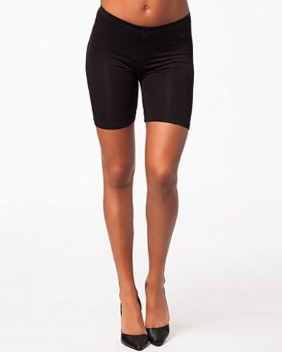 Susan Short B.Young shorts till dam.