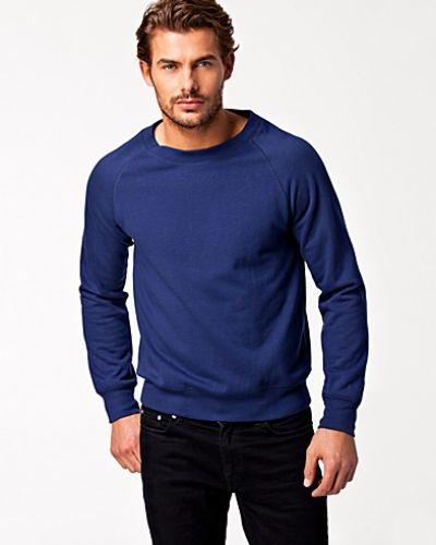 Till killar från BLK DNM, en blå sweatshirts.